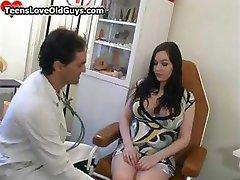 העשרה בהריון הבחורה מקבלת את הכוס שלה part3