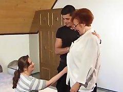גיא מזיין את סבתא ואת MILF