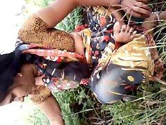 Southindian Beautyful דודה של השדיים , הכוס בגן