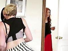 לסביות בלעדי - מיילי סיירוס מפתה אישה
