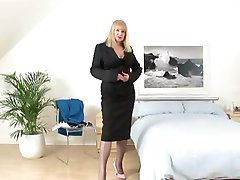 Mature in Fully Fashioned Nylons Fucks
