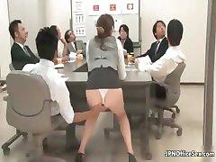 ביישנית נערה יפנית מראה את התחת היפה שלה part6