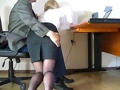 מצלמה נסתרת צילמה צנוע המזכירה