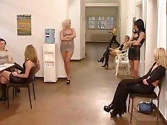 חם מאוד גרמני, סקס במשרד
