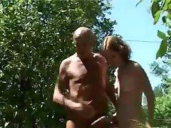צרפתי נוער עם גבר מבוגר