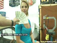 בחורה חמה מסכימה להזדיין בשביל קצת כסף טוב