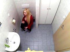 BBW בחורה משפריצה 9 פעמים במהלך בדיקה בבית החולים eng sub