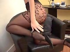 Suzana ב גרביונים שחורים