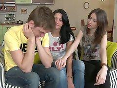 שתי בחורות רוסיות מחפשת זין