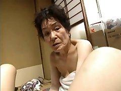 אסיה טריו עם סבתא