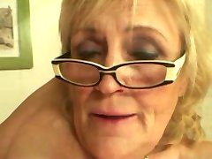 Floppy tits Сиськастый baka u naočalama i čarape jebanje više