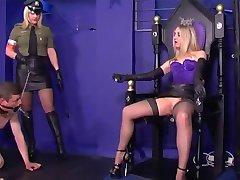 :- femdom regina & ofițer: ukmike video