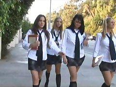 בית הספר בחורה באורגיה