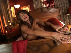 Milf getting off while has her rubbed
