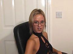 Britanski Suzie Best naočale jebanje i izgubio se na stroju.