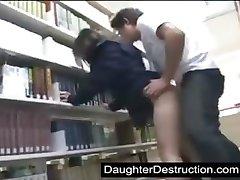 חמודה נערת בית ספר זיין על ידי חנון ב lib