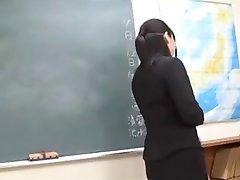 Ženski sram profesor japanskog jezika