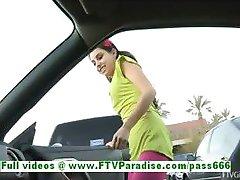trinity brunetă superbă femeie publice intermitent țâțe
