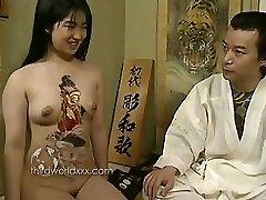 distracție cu tatuate asiatice curvă