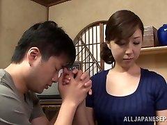 Vruće mladi Asian kućanica uživa u položaj 69