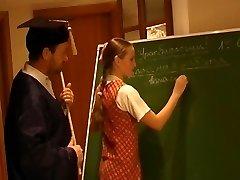 רוסית תלמידת בית ספר נלי 2