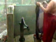 velika lijepa žena indijski bhabhi tuširanje s pumpom