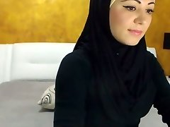 Stunning Arabic Bombshell Jizzes on Camera