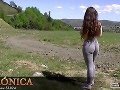 Torrid amateur teen demonstrates her cameltoe off