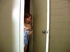 Odjednom mama je otišla u kupaonicu