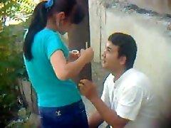 Uzbečki mladi par na otvorenom - Хорезм