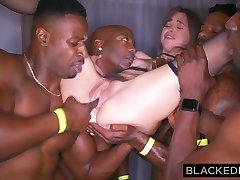 blackedraw girl gangbanged na афтепати