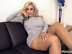 UK MILF with blond hair Kellie OBrian is always ready to display bum