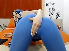 teaser: gal with hijab #cameltoe
