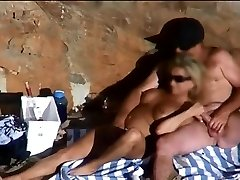 Plaža seks kamerom snimljeno bimbo seksu