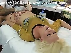 Blondie bimbo moans with ache as her pubis was being tattooed
