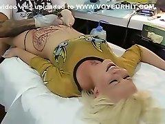 blondă gemetele de durere ca pubis fost tatuat