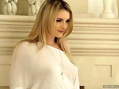 Desirable platinum-blonde beauty Jemma Valentine gets nailed well