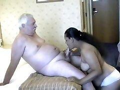 Papa s indijskim ženama