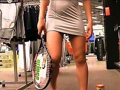 Preciosa anglosajona raquet injection in public supermarket objet
