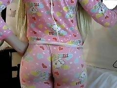 Blonde PAWG big butt ass in tight leggins
