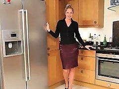 blonda model în bucătărie teasing greu