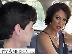 Horny America Vanessa Videl instructs Juan how to take care of a woman