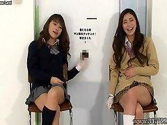 femeile japoneze a facut cu mana, cu un râs