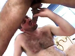 Hairy Je Papa Jebeno Mlad Momak