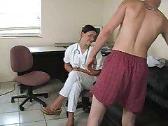 Nad njima medicinska sestra