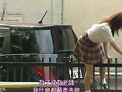 היפנים בני נוער הוא דפק על האסלה