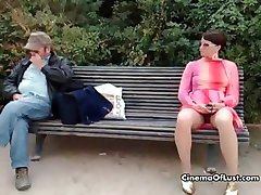 Seksi žena, pokazujući joj maca part6