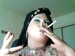 Tanrıça Bella Donna,anal sigara çingene Kraliçe