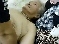 1 Asya büyükanne
