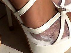 Белые высокие каблуки